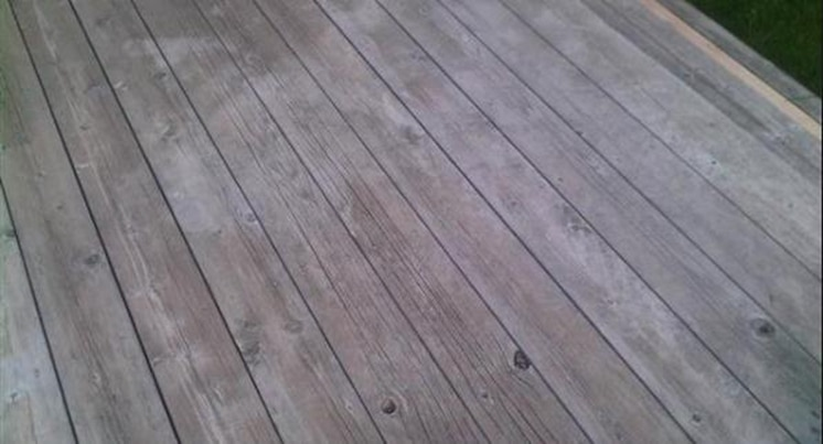 wood deck cracking or splitting