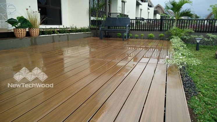 How easy to clean the deck